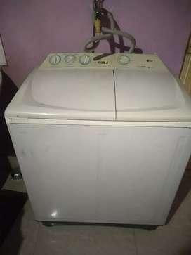 7.0 kg Intellowash Semi automatic LG washing machine