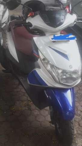 Lady used Yamaha ray