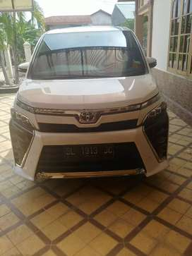 Over kredit toyota voxy