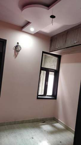 2bhk near 40 feet market