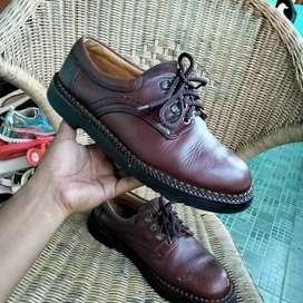 Sepatu kulit outdoor second bekas preloved no.42.5