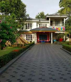 16 cent 3000 sqft 4 bhk laxuary  at kakkanad seaport road just 300 mtr