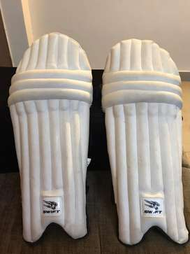 Cricket batting pads for 8 year old