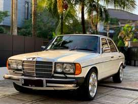 Mercedes Benz W123 Tiger 280 A/T Automatic Matic White on Blue
