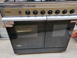 Nas Gas Excellent condition 5 burner Cooking Range, only 15 Mon used