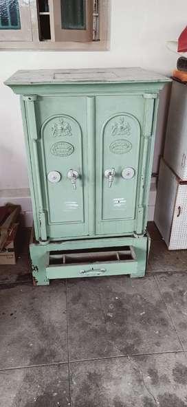 Safe vault
