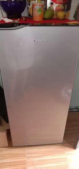 Kulkas panasonic besar satu pintu..pemakaian baru 1 bulan..