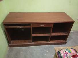 100% wooden heavy table in good condition.