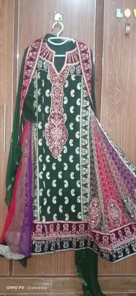 new condition suit maxi