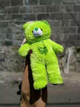 Boneka beruang hijau