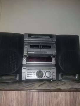 Soney Music system 3 cd aido and video  double cassette  player