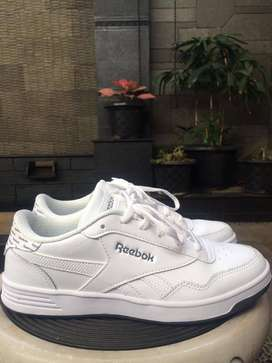 Sepatu Reebok Real Techque Woman