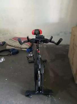 Sepeda spin bike ( sepeda statis balap)