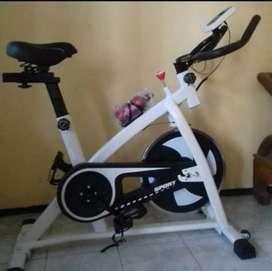 Alat olahraga spinning bike baru dan bergaransi