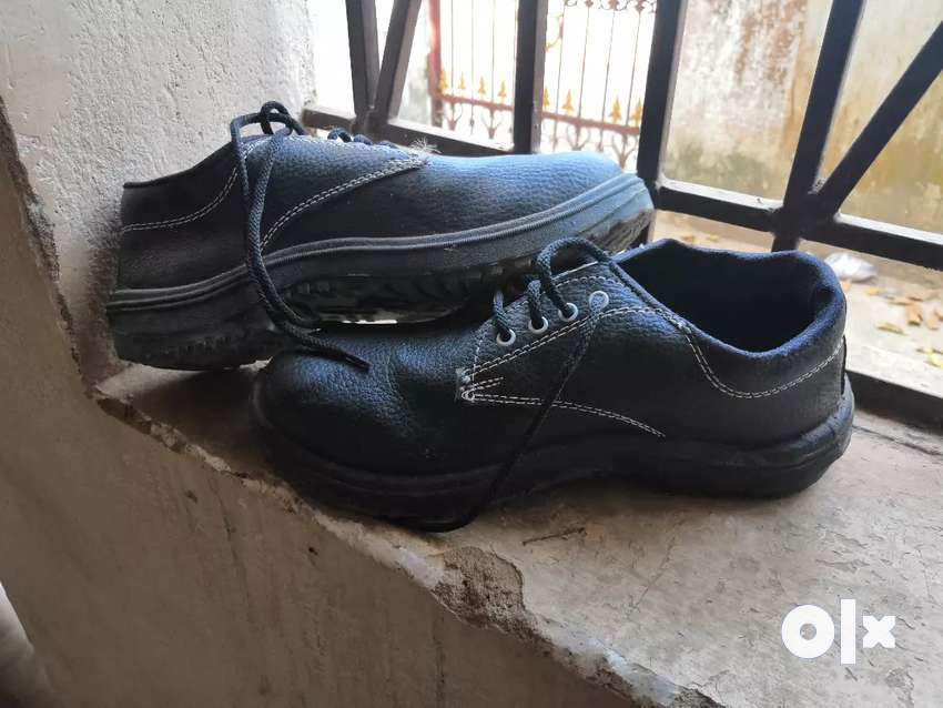 Safety shoes 1 day used only brand new 0