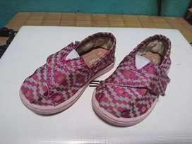 Sepatu toms anak