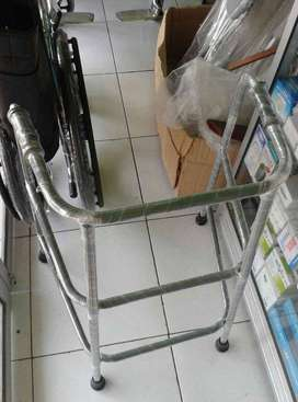 walker alat bantu jalan orang tua