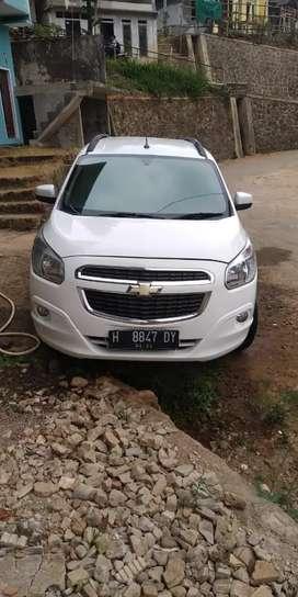 Chevrolet Spin LTZ putih 2013