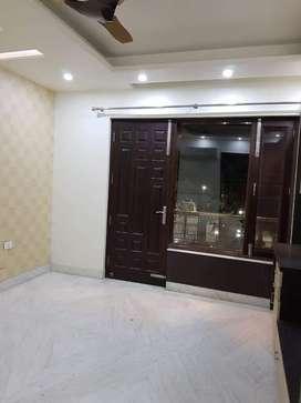 3 bhk set builder flat in saket
