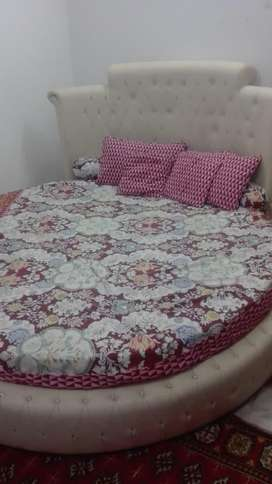 round Bed with two drawers and mattress