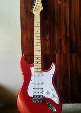 Vault ( 1 month used) electric guitar-stratocaster