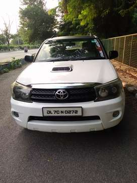 Toyota fortuner 3.0 mt 4x4 2011 best luxury suv
