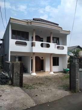 Disewakan rumah 2 lantai