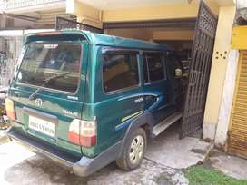 Toyota qualies with power window nd roof ac