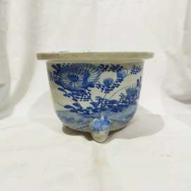 pot bunga keramik antik biru putih jepang kuno