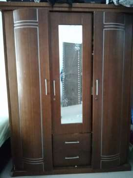 Dijual lemari 3 pintu harga 800rb nego