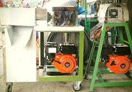 Perlengkapan usaha kelapa mesin parut dan peras santan