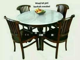 Meja makan bundar marmer mewah, k. 4, bahan kayu jati tua terbaik