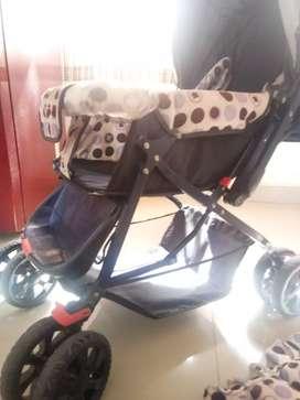 Original Baby Hug Pram @ 2500/-