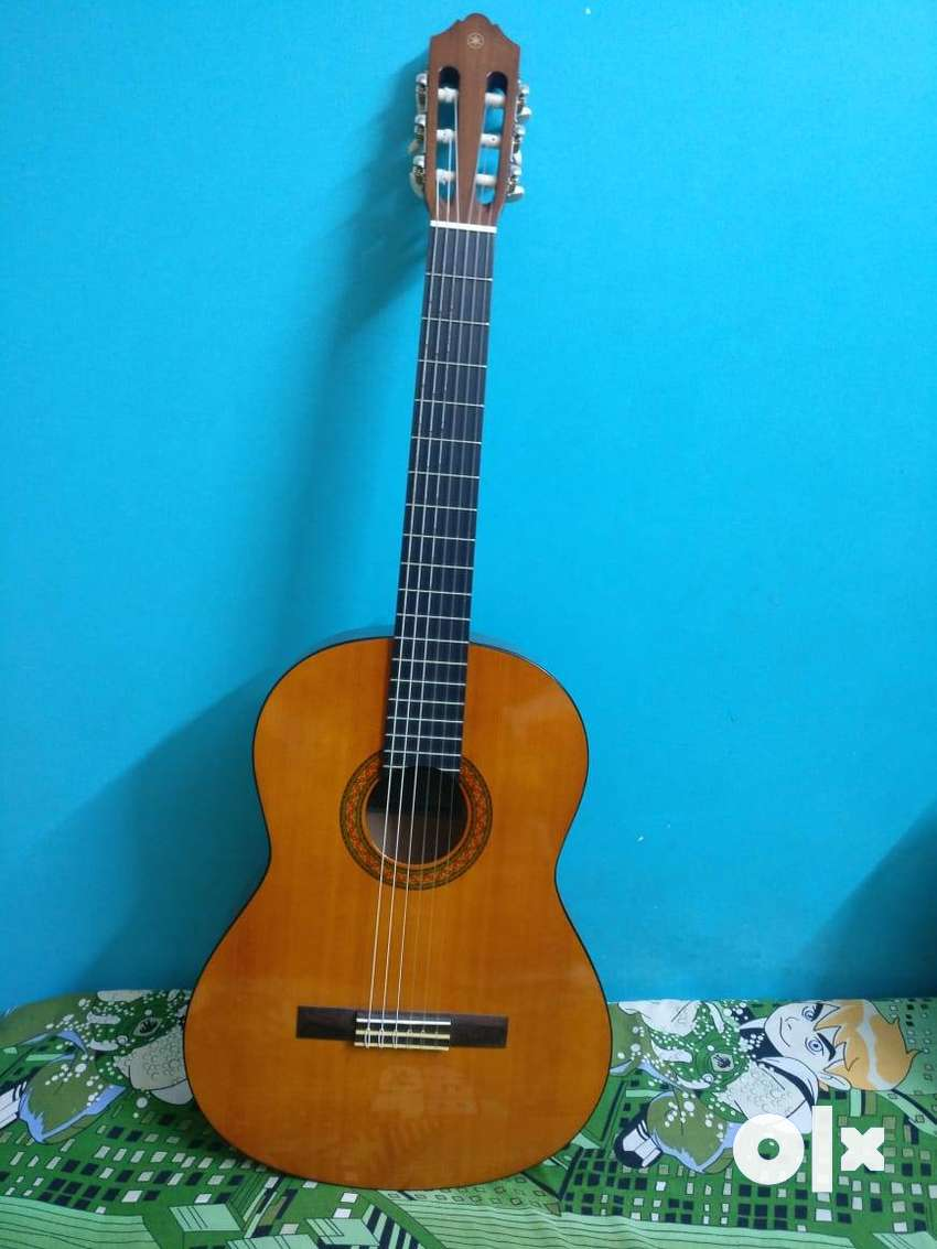 3 months used Yamaha C40 classical guitar with glass finish 0