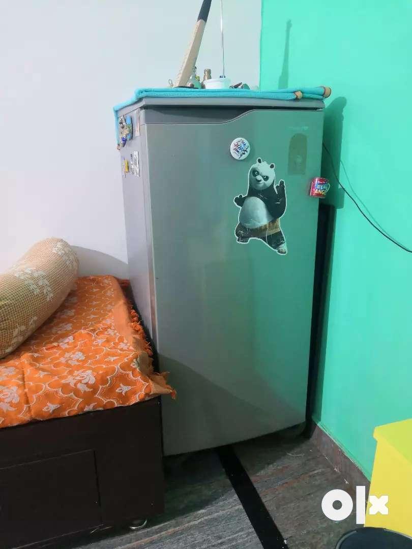 Samsung 180 ltr single door fridge 0