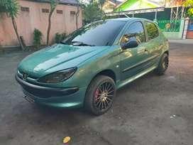 Peugoet 206 hijau