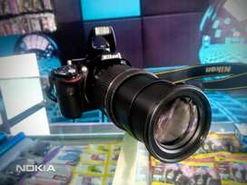 New condition camera nikon 5200D for sale 18-200mm lens