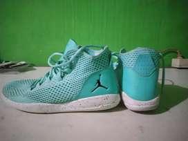 Air Jordan hyper turquoise