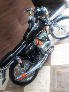 yamaha rx100 top condision new modifide jis ko lena ho wohi bat kare