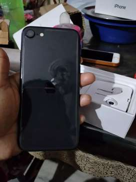 Iphone SE 2020 with mint condition.. Underwarranty