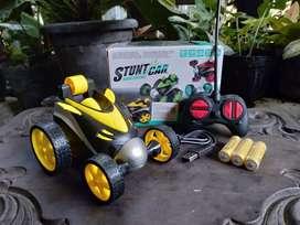 Mobil Remot RC Stunt Car Mobil Akrobat Batre Cas