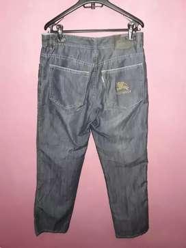 Bismillah, dijual celana panjang jeans BURBERRY