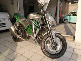 Kawasaki Z1000 heavy bike in 300cc double cylinder beautiful colors