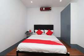OYO ROOM AVAILABLE IN HOURLY,DAYWISE AND MONTHLY BASIS