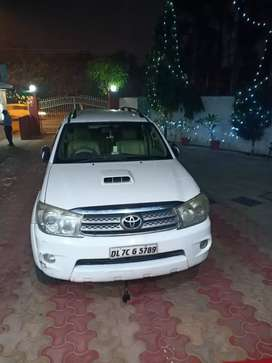 Toyota Fortuner for cell