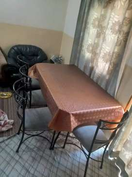Dining table in mint condition