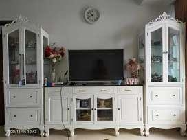 Lemari Pajang dan Meja TV Putih