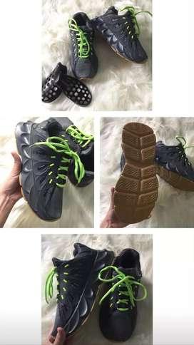 Sepatu sniker masih baru size 39