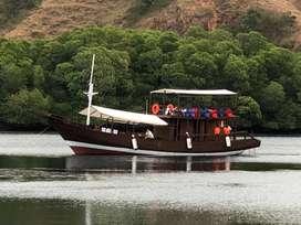 Kapal kayu deluxe di Labuan Bajo