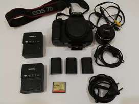 Canon 7D  also read details ( no call only what's app  msgs )